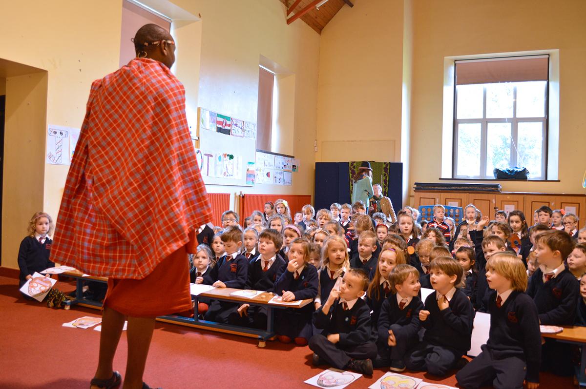 Cuairt Gaiscíoch Maasai chuig na Modhscoile/ Visit of Maasai Warrior to An Mhodhscoil