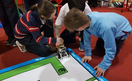 Ag Dearadh agus ag Déanamh Róbó/ Designing, Programming and Building a Robot!