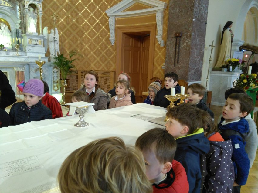 Cuairt ar an Séipéal/ Visit to the Church